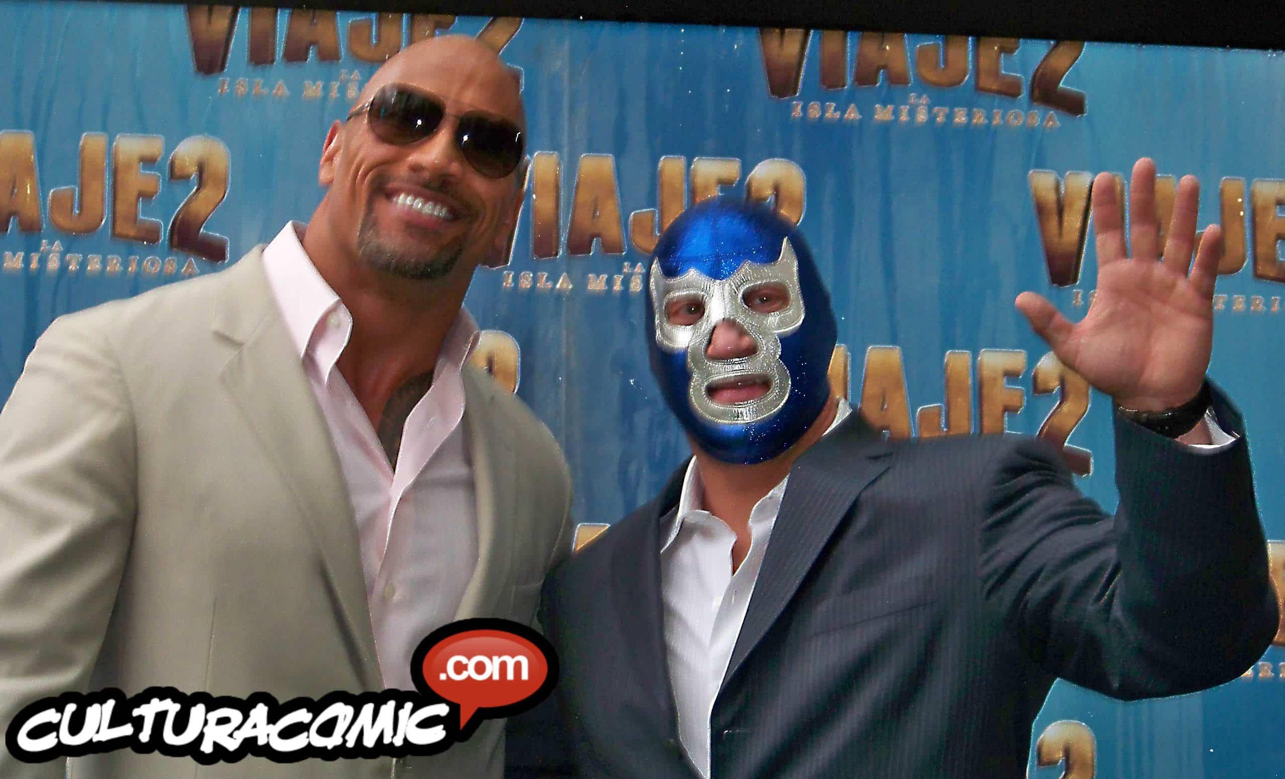 Blue Demon Jr. con The Rock en su visita a México