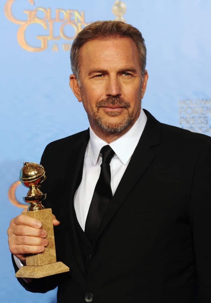 Kevin Costner ganador de la 70th Annual Golden Globe Awards./ cortesía Canal TNT para Artes9.com