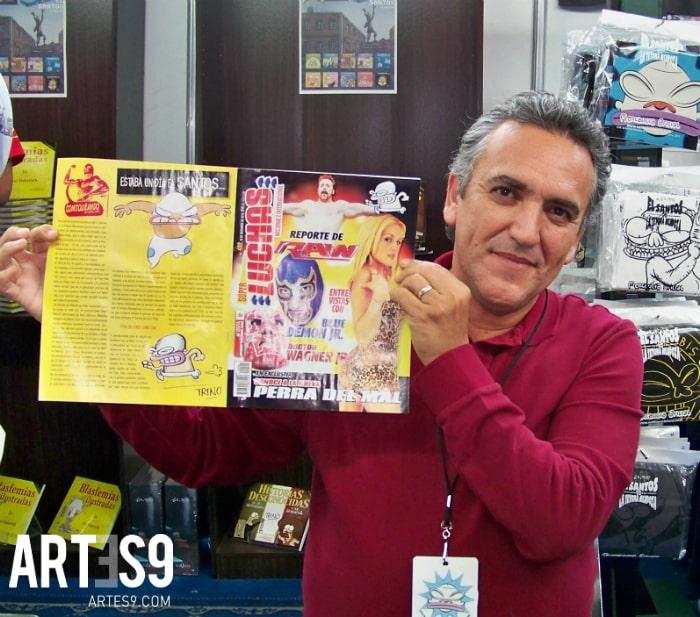 """Trino con la revista favorita de """"El Santos""""./ Photo By A9"""