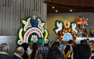 Peregrinos al interior de la Basílica de Guadalupe