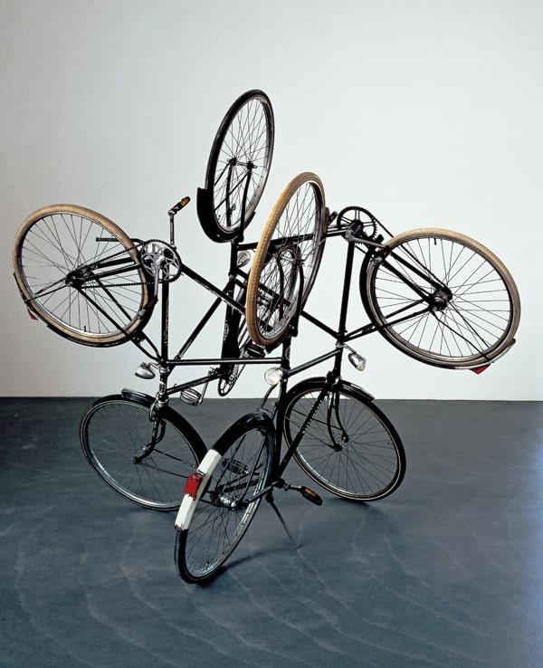 """""""4 bicicletas, siempre hay una misma dirección"""""""