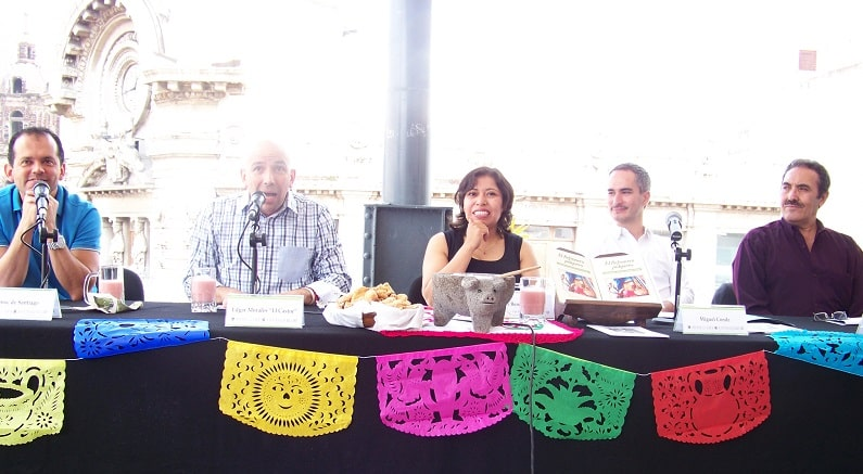 Henoc de Santiago, Director del Museo del Estanquillo; Edgar Morales; Maira Benitez; Miguel Condé y René Del Valle en la mesa principal del evento./BY A9