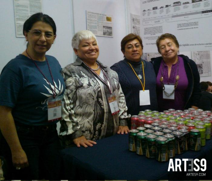 Rosa María Juárez, a la izquierda de la imágen en su stand, ella es la artífice del Agave Fest./A9