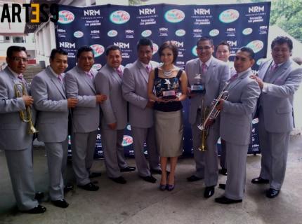 María Fernanda ahora con La Sonora Santanera de Carlos Colorado.