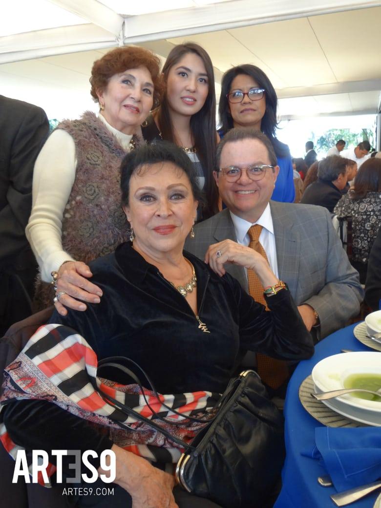 Julieta Bermejo, Tomás Mendez y la familia de Alberto Domínguez