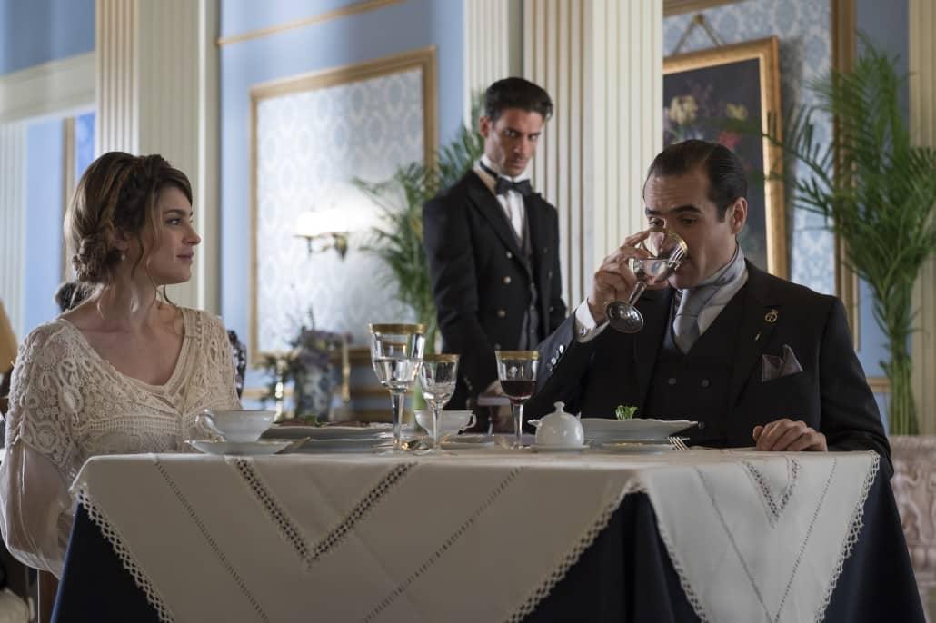 El triágulo amoroso de esta historia: Isabel (Irene Azuela), Julio (Erick Elías) y Diego (Jorge Poza)